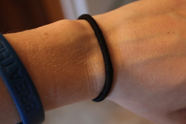 WARNING  Do you wear hair ties around your wrist  You d better stop! It s  really dangerous! 8f48833482f